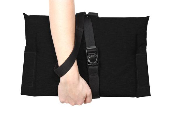 COTEetCIEL-pillowbag-03-black-h-w