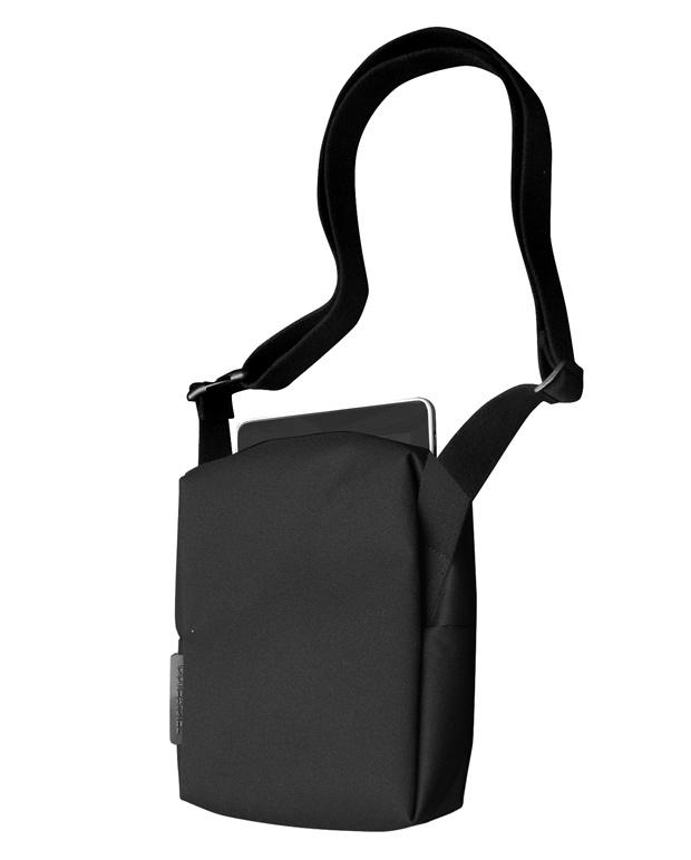 COTEetCIEL-tabletkitbag-01-black-h-w